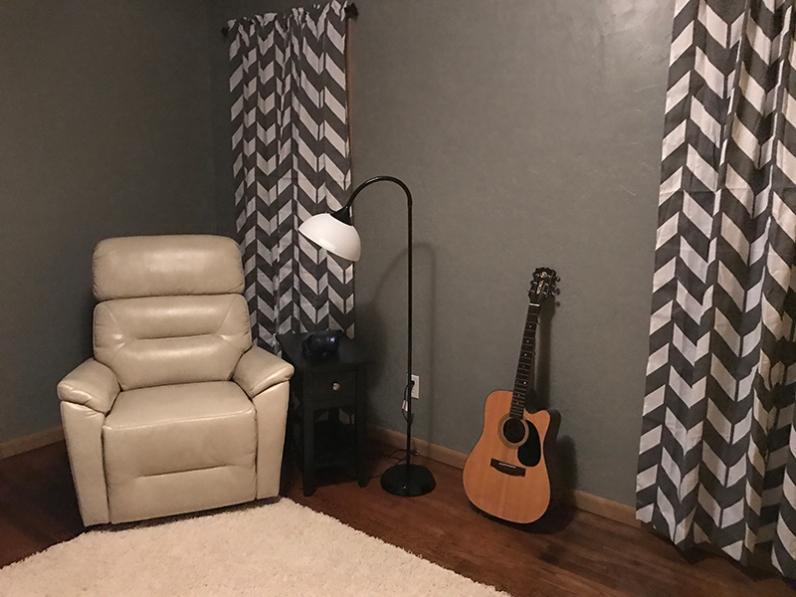 furniture-guitar-room